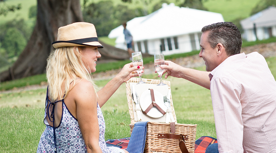 Riverstone couple wine picnic 900x500