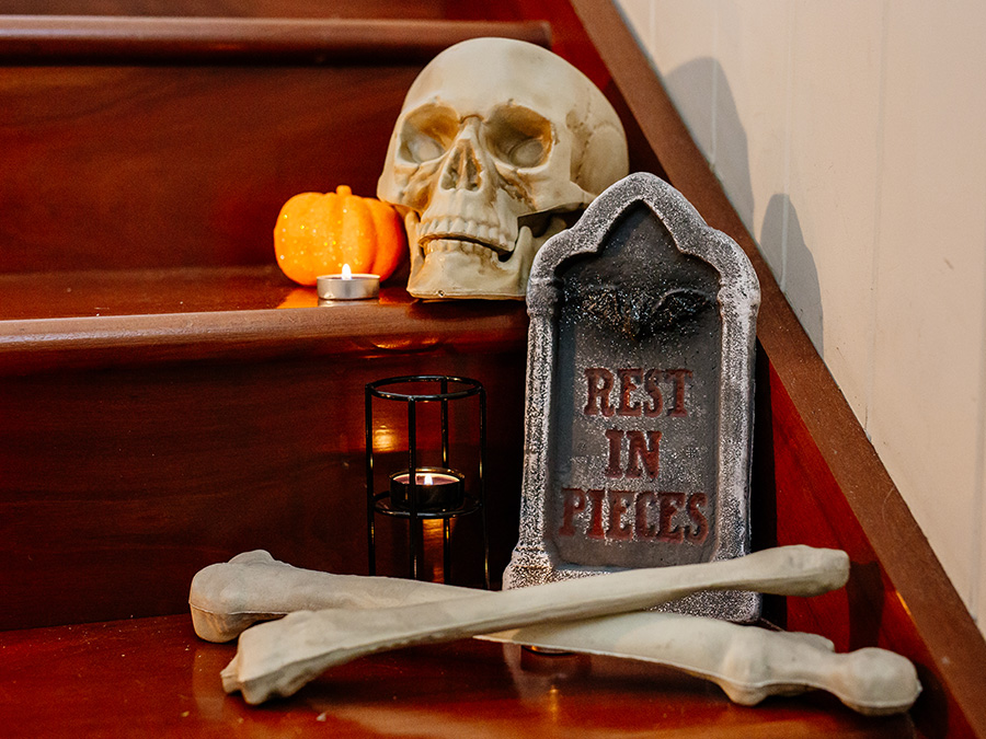Indoor & Outdoor Halloween House Decoration Ideas