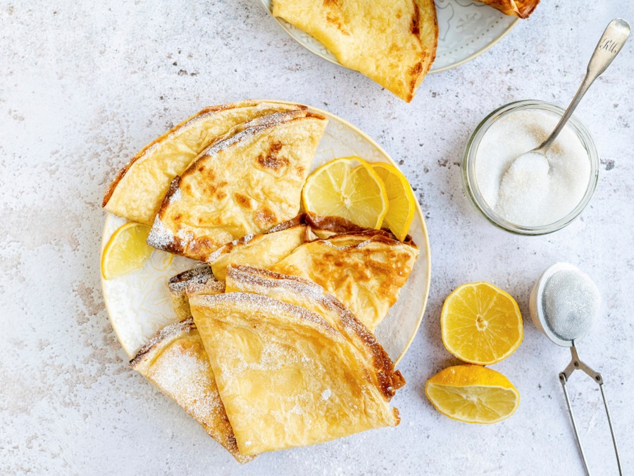 Classic crepes with lemon