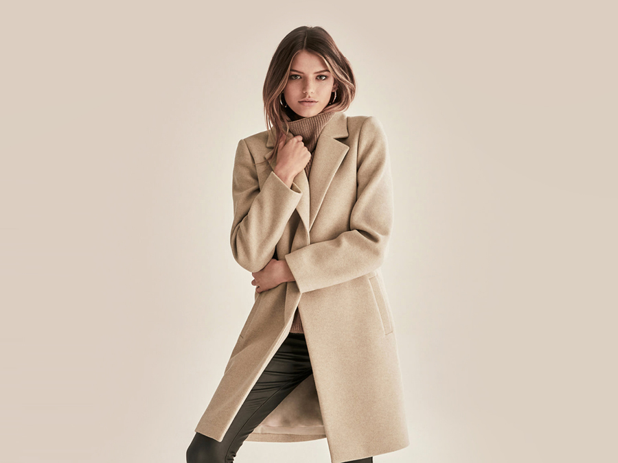 A fashion model in a beige Winter Coat.